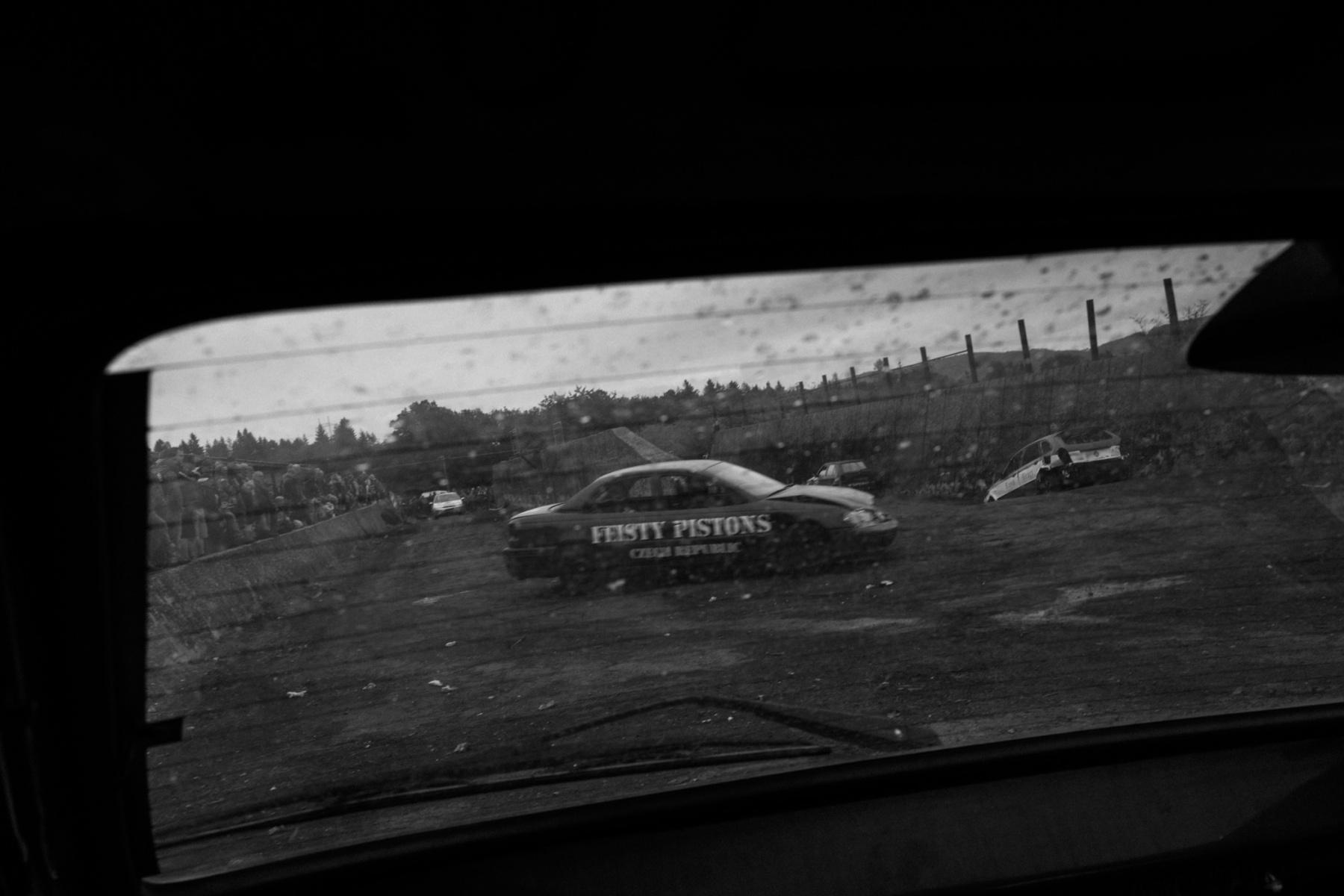 kevin_v_ton_Crash-Cars_02