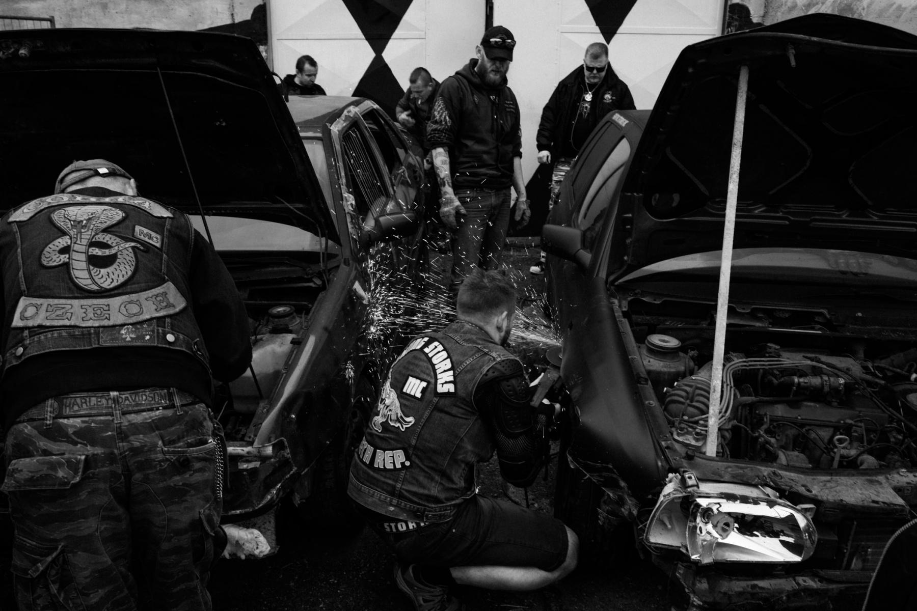 kevin_v_ton_Crash-Cars_06